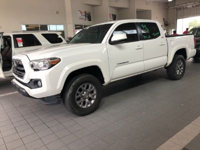 2018 Toyota Tacoma SR5 Double Cab 5' Bed V6 4x2 A (Super White)