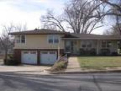 1907 Country Club Dr
