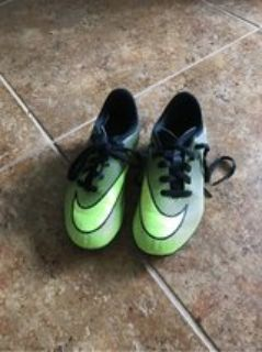 boys soccer shoes