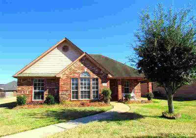 149 Silverbell Circle Lake Jackson, Ready to move in home!