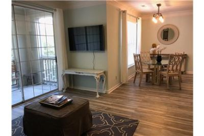 Beautiful Condo Less Than 3 Miles From The Beach