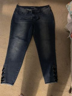 Maurice size 16 lace up on the sides like new jeans