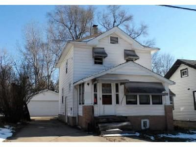2 Bed 1 Bath Foreclosure Property in Rockford, IL 61107 - Summit St