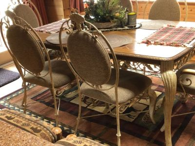 Lovely Dining Room Table with 6 Chairs
