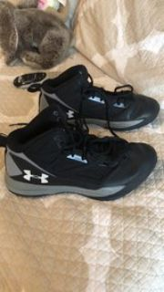 size 8.5 Under Armour Sneakers