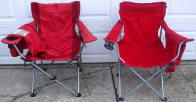 2 Folding Outdoor Camping Sports Beach Chairs (1 is Oversized) w/Carry Case