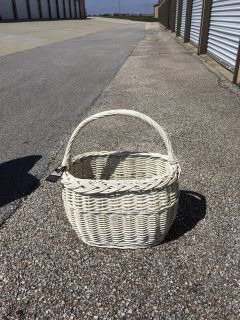 White basket. Can be painted.