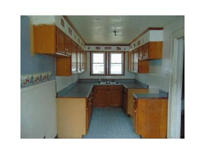 3 Bed 2 Bath Foreclosure Property in Mount Hope, WV 25880 - Montana St