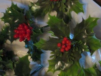 HOLLY PICK DECORATIONS