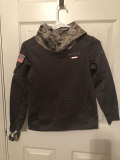 Youth small salute to service New England Patriots Hoodie