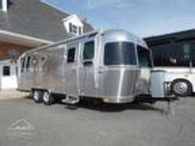 2019 Airstream Flying Cloud 26RBT Twin