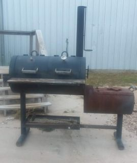Smoker/Charcoal Grill with Texans Emblem