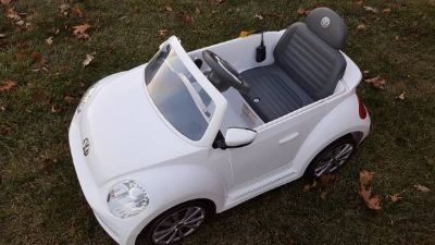 WHITE Rollplay VW Beetle 6-Volt Battery-Powered Ride-On