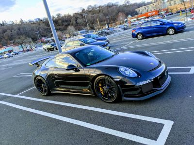 Meticulously maintained '14 991.1 Porsche GT3 -black on black- w PCCBs & new engine