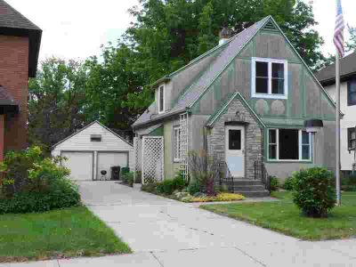 705 Main Street W SILVER LAKE Three BR, lakefront property on