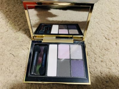 New unused full size Est e Lauder 5 eyeshadow compact. In envious orchids