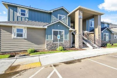 Apartments at Ridgecrest! 3 Bedroom 2 Bathroom in a GREAT location!