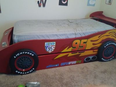 Lighting McQueen twin size bed