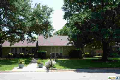 2101 Canyon Creek Drive TEMPLE Three BR, This beautifully
