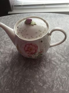 Lenox Limited Edition butterfly Meadow teapot original. Only 1500 pieces made.