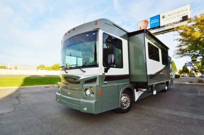 2008 Winnebago Destinaton 39W Pusher - 26K miles