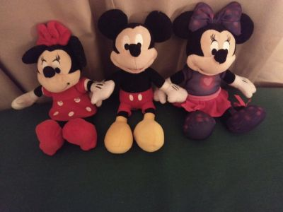 2 Minnie mouse and 1 Mickey mouse