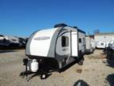 2017 Starcraft Satellite 17RB Kitchen Slide, Front Queen Bed & Rear Bath