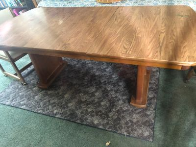 Dining room table nice and sturdy