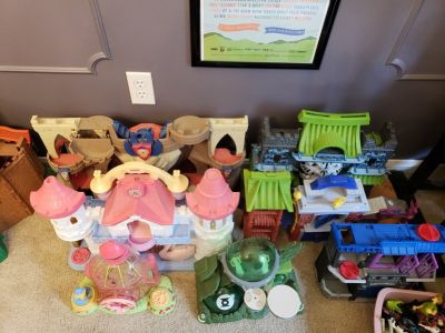 Lots of toys!! - Perfect for in-home day care or child's playroom