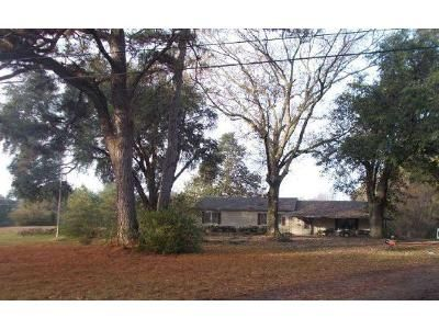 4 Bed 2 Bath Foreclosure Property in Pollock, LA 71467 - Highway 524