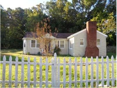 2 Bed 1 Bath Foreclosure Property in Hampton, VA 23666 - Woods Ln