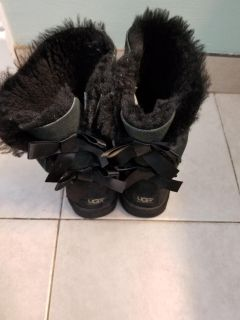 Authentic Tall Bow Ugg Boots Size 9