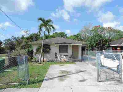 10130 W Indigo St MIAMI, Spacious one story duplex perfect