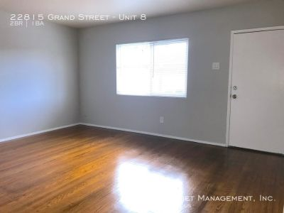 Duplex Style with Private Garage and Laundry Near BART