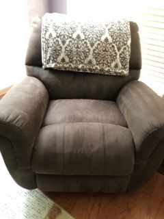 2 Brown Recliners
