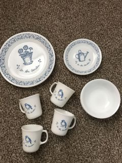 Dishes. 4 dinner plates. 4 small plates. 4 bowls. 4 mugs