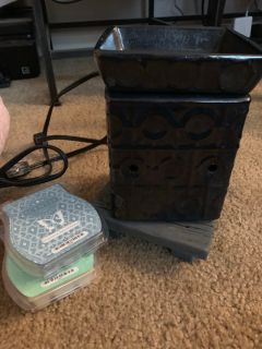 Scentsy Warmer with stand & scents