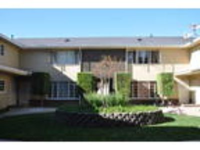 Renovated Two BR/1.5 BA townhouse in Pasadena!