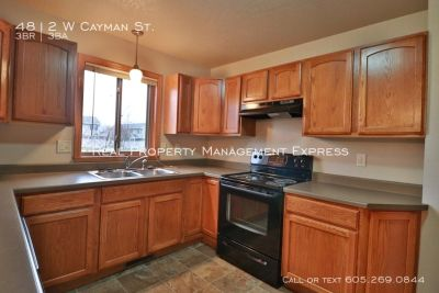 Newer 3 bedroom with Tons of Storage space in Northwest Sioux Falls
