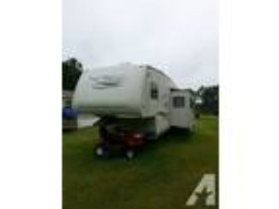 2004 Trail Bay 5th Wheel
