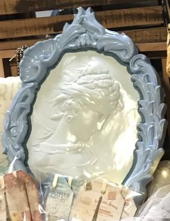 Large wall hanging Cameo