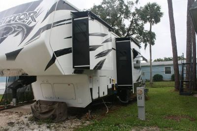 By Owner! 2014 36 ft. Keystone Raptor 300MP Toy Hauler w/2 slides