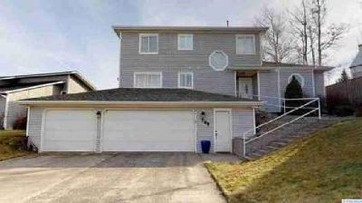765 SW Staley Dr Pullman Six BR, this sunnyside home has an