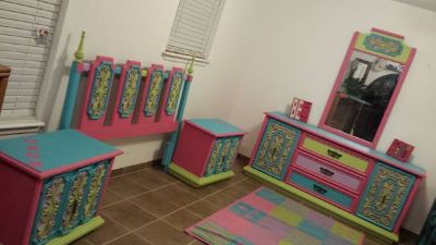 girls bedroom set, headboard, 2 nightstand, dresser and mirror.