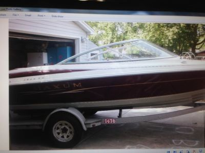 1999 Maxum 19 Foot Garage Kept boat