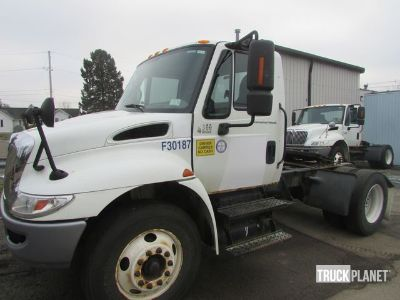 2003 International 4300 S/A Day Cab Truck Tractor