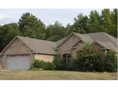 4 Bed 2.5 Bath Foreclosure Property in Longview, TX 75602 - Brookside Dr