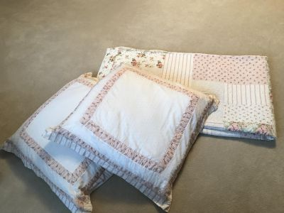 Laura Ashley Double Bed Quilt and Euro Shams