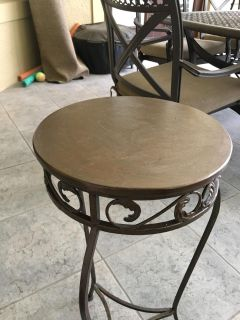 Accent plant table