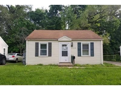 2 Bed 1.0 Bath Preforeclosure Property in Peoria, IL 61605 - W Ann St